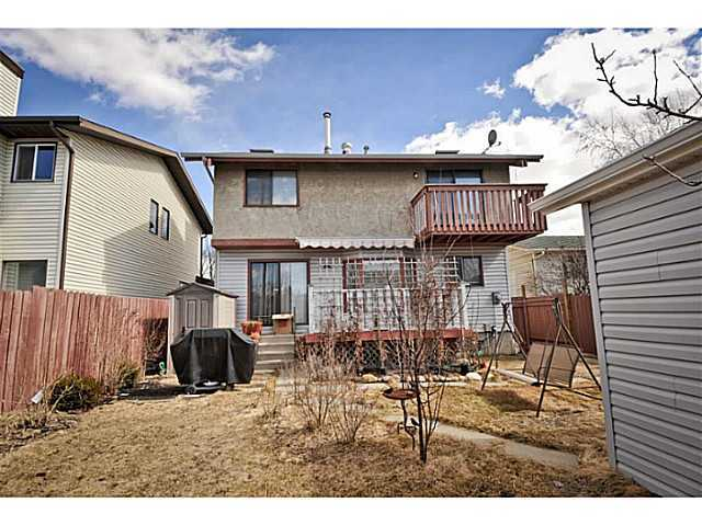 Photo 2: 4607 64 Street NE in CALGARY: Temple Residential Detached Single Family for sale (Calgary)  : MLS® # C3629609