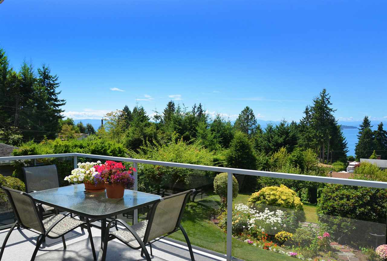 Main Photo: 5201 CHARTWELL ROAD in Sechelt: Sechelt District House for sale (Sunshine Coast)  : MLS(r) # R2095030
