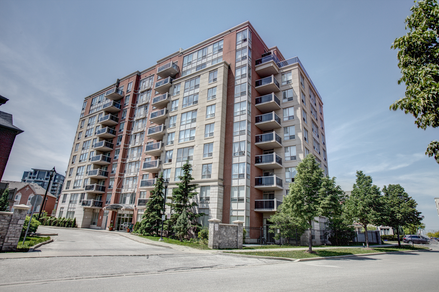 Main Photo: 25 Times Avenue in Vaughan: Commerce Valley Condo for sale (Markham)