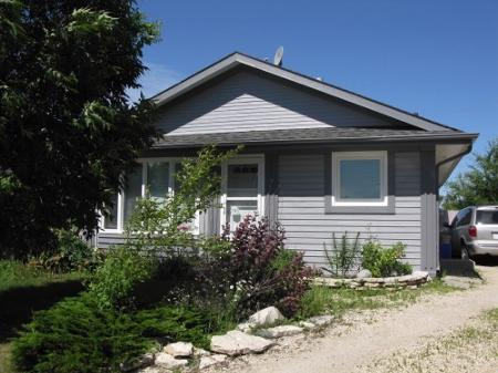 Main Photo: Gorgeous 3 Bedroom Bungalow