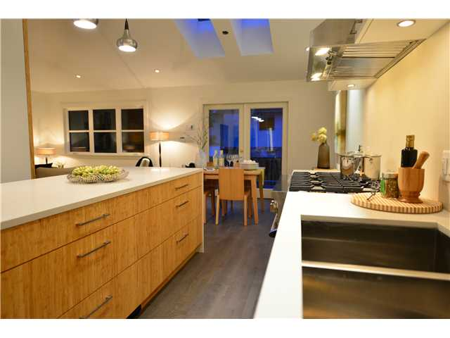 Photo 3: 2839 ST GEORGE Street in Vancouver: Mount Pleasant VE House 1/2 Duplex for sale (Vancouver East)  : MLS® # V981308