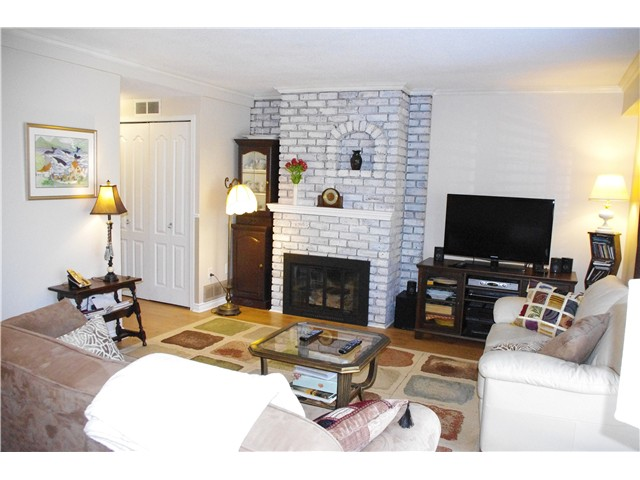 "Photo 3: 3 10771 MORTFIELD Road in Richmond: South Arm Townhouse for sale in ""CHELSEA PLACE"" : MLS(r) # V997772"