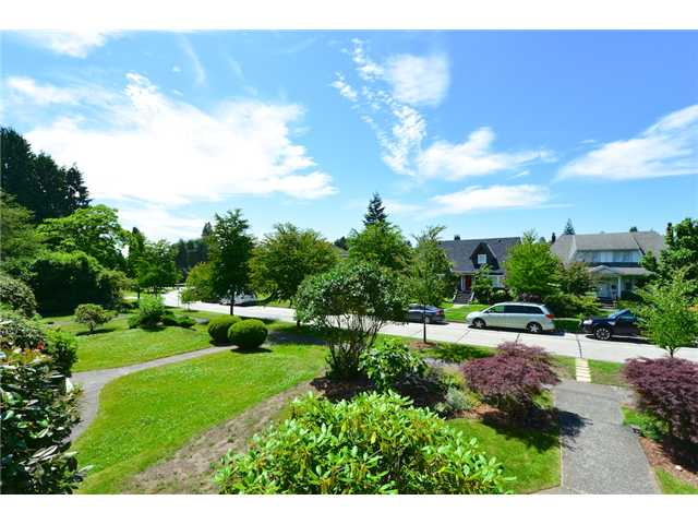 "Photo 2: 6612 BEECHWOOD Street in Vancouver: S.W. Marine House for sale in ""Kerrisdale"" (Vancouver West)  : MLS® # V1014628"