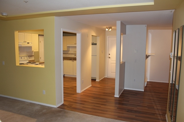 Photo 8: 206 20433 53 Avenue in Langley: Langley City Condo for sale : MLS(r) # F1325611