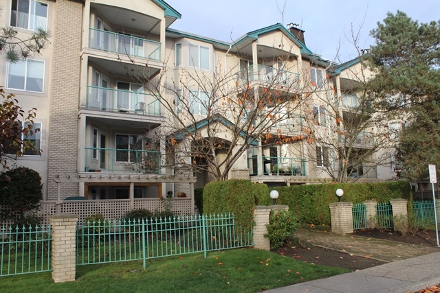 Main Photo: 206 20433 53 Avenue in Langley: Langley City Condo for sale : MLS(r) # F1325611