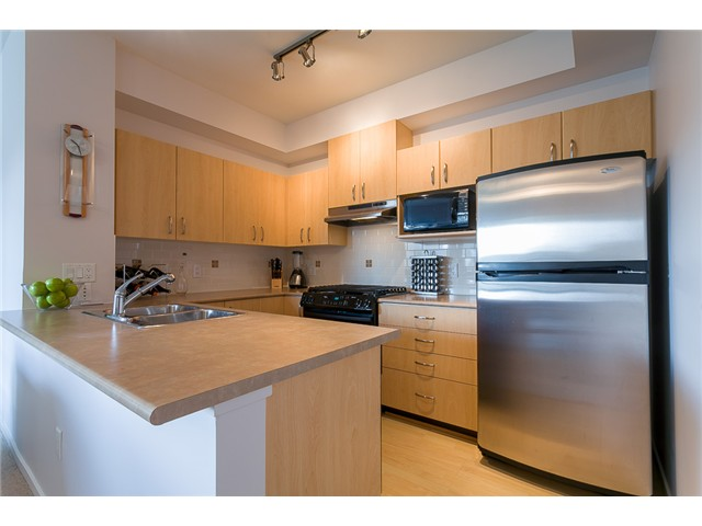 Photo 2: # 414 801 KLAHANIE DR in Port Moody: Port Moody Centre Condo for sale : MLS® # V1056611
