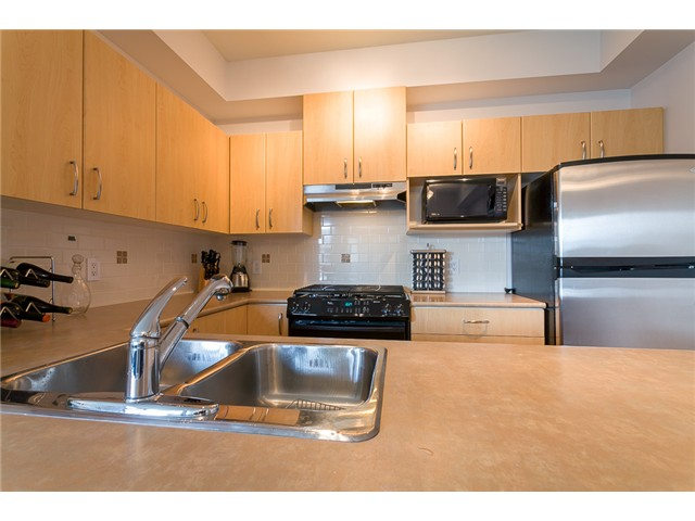 Photo 3: # 414 801 KLAHANIE DR in Port Moody: Port Moody Centre Condo for sale : MLS® # V1056611