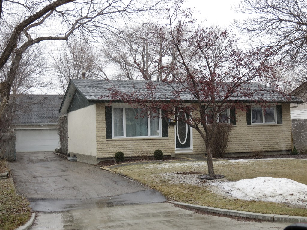 Main Photo: 163 Larche Avenue in Winnipeg: Single Family Detached for sale (Transcona)  : MLS® # 1605930