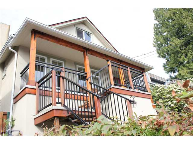 Main Photo: 272 E OSBORNE Road in North Vancouver: Upper Lonsdale House for sale : MLS(r) # V946375