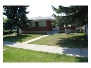 Main Photo: 5223 BRISEBOIS Drive NW in CALGARY: Brentwood Calg House for sale (Calgary)  : MLS(r) # C3562091