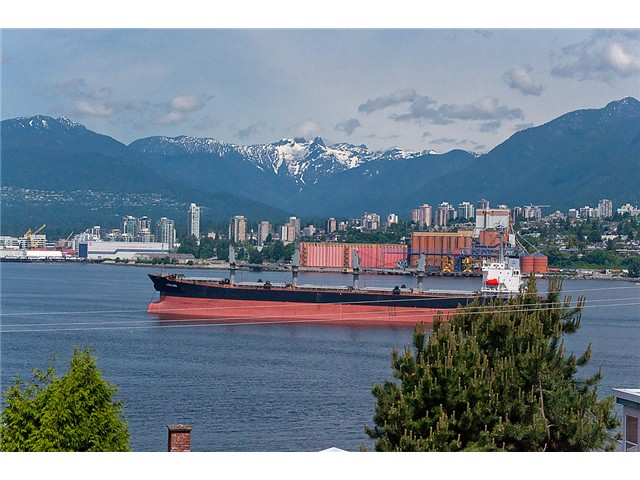 "Main Photo: # 416 2366 WALL ST in Vancouver: Hastings Condo for sale in ""LANDMARK MARINER"" (Vancouver East)  : MLS® # V1010845"