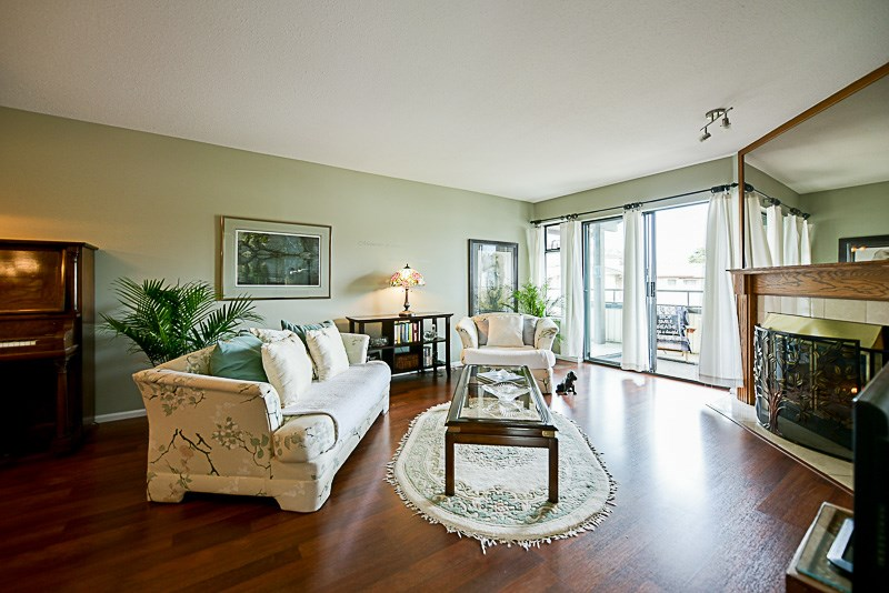 Photo 3: 222 15153 98 AVENUE in Surrey: Guildford Townhouse for sale (North Surrey)  : MLS® # R2148715