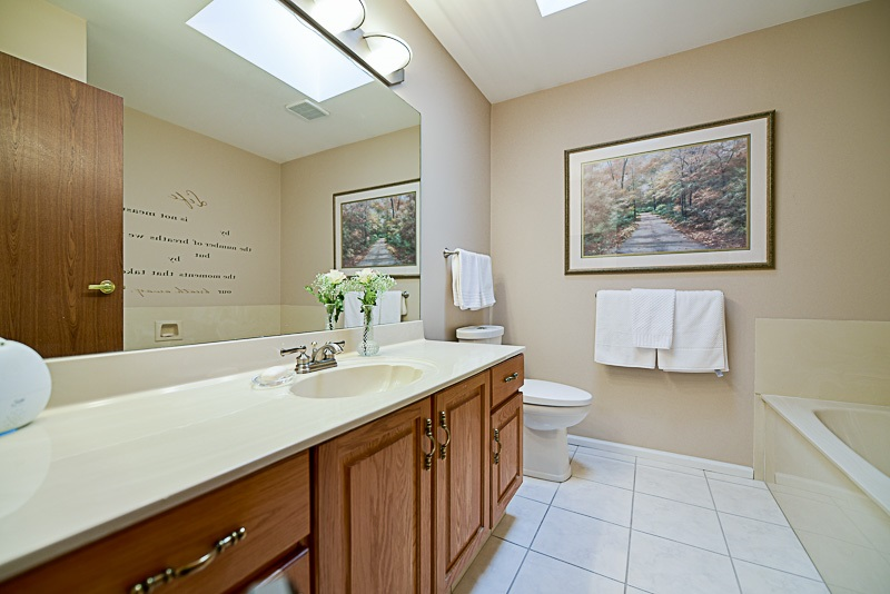 Photo 13: 222 15153 98 AVENUE in Surrey: Guildford Townhouse for sale (North Surrey)  : MLS® # R2148715