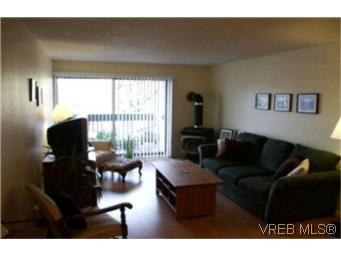Photo 2: 204 2022 Foul Bay Road in VICTORIA: Vi Fairfield East Condo Apartment for sale (Victoria)  : MLS® # 209991