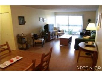 Main Photo: 204 2022 Foul Bay Road in VICTORIA: Vi Fairfield East Condo Apartment for sale (Victoria)  : MLS® # 209991