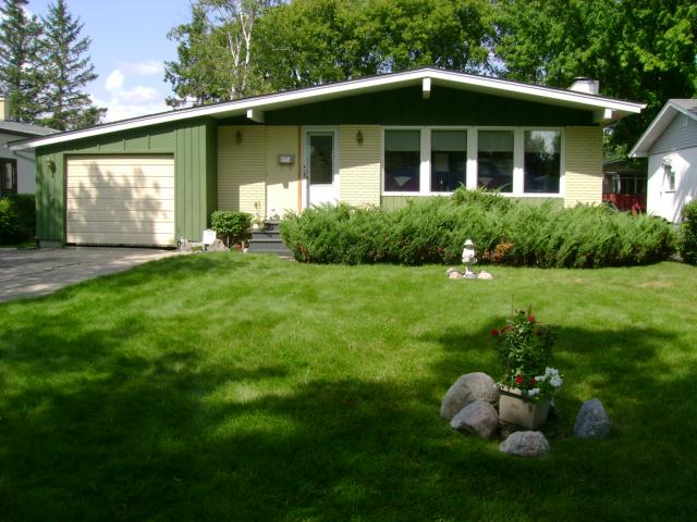 Main Photo: 108 Roselawn Bay in WINNIPEG: North Kildonan Residential for sale (North East Winnipeg)  : MLS® # 1216897