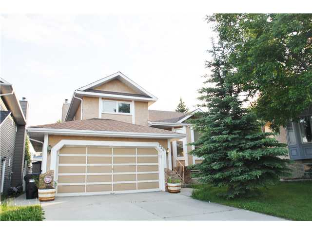Main Photo: 120 SANDERLING Close NW in CALGARY: Sandstone Residential Detached Single Family for sale (Calgary)  : MLS® # C3624278