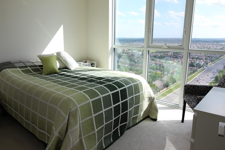 Main Photo: 2107 75 W Eglinton Avenue in Mississauga: Hurontario Condo for rent