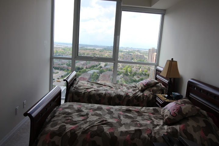 Photo 2: 2107 75 W Eglinton Avenue in Mississauga: Hurontario Condo for rent