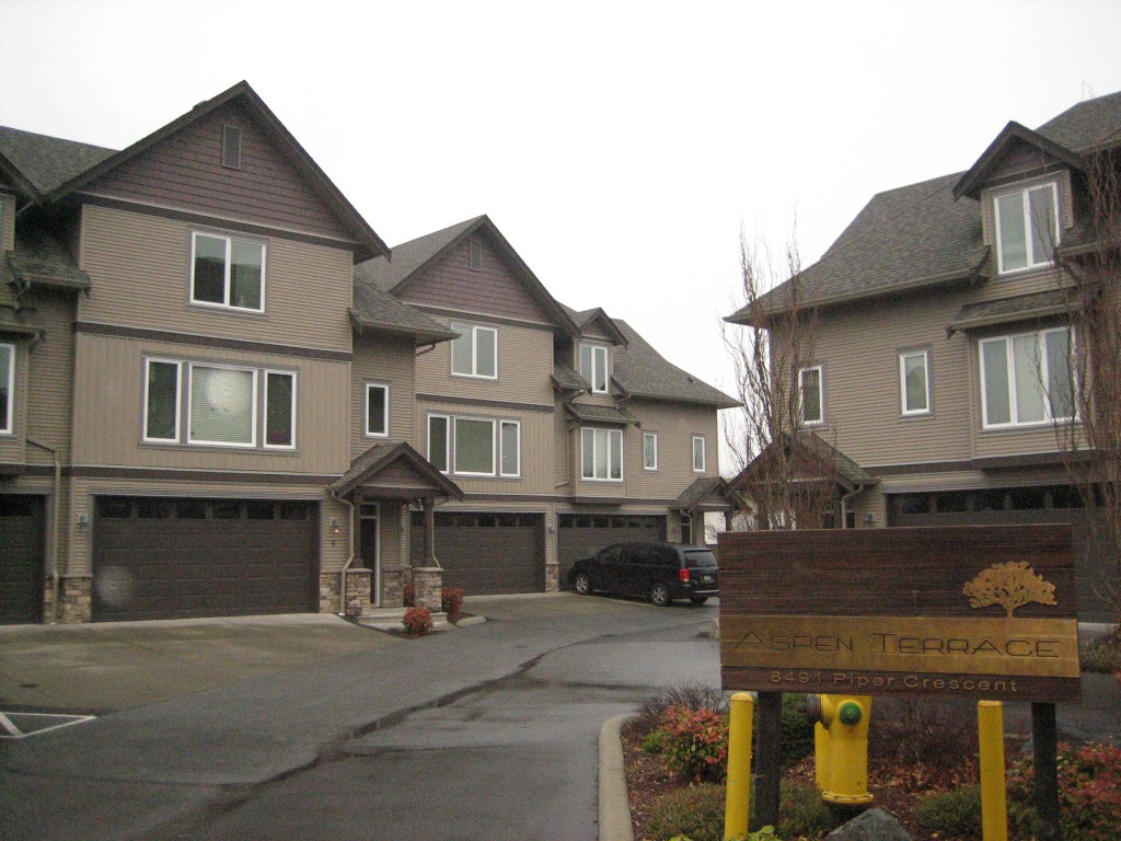 Main Photo: 8 8491 Piper Crescent in Chilliwack: Townhouse for sale : MLS® # H1400358