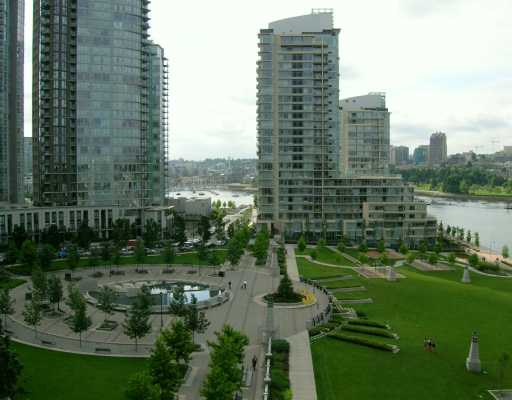 "Main Photo: 907 638 BEACH CR in Vancouver: False Creek North Condo for sale in ""ICON"" (Vancouver West)  : MLS®# V608921"