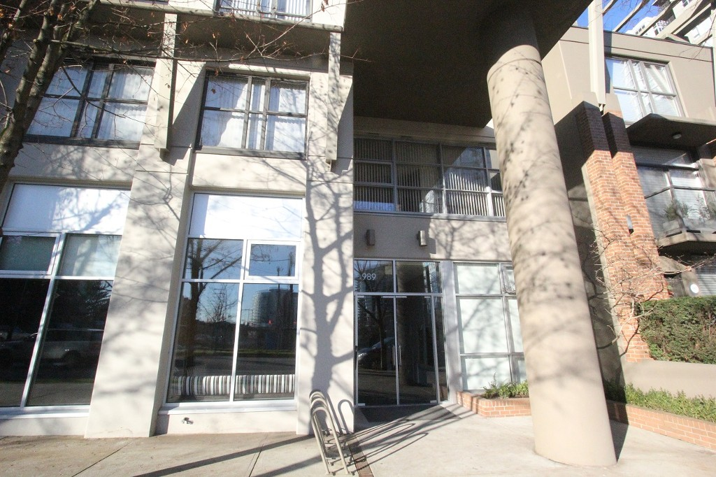 Photo 3: 302 989 Beatty Street in Vancouver: Yaletown Condo for sale (Vancouver West)  : MLS(r) # R2020413