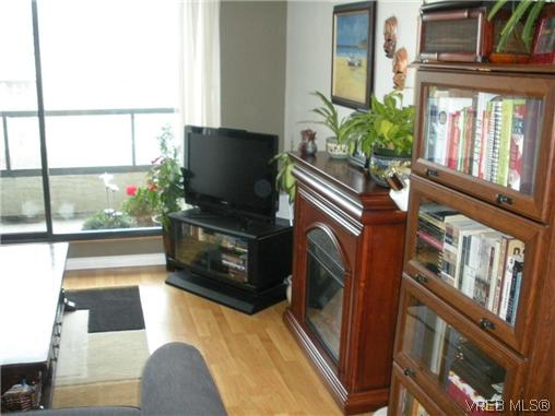 Photo 4: 504 1630 Quadra Street in VICTORIA: Vi Central Park Condo Apartment for sale (Victoria)  : MLS® # 316156