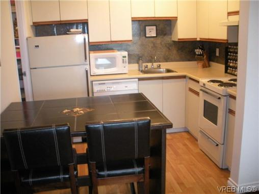 Photo 2: 504 1630 Quadra Street in VICTORIA: Vi Central Park Condo Apartment for sale (Victoria)  : MLS® # 316156