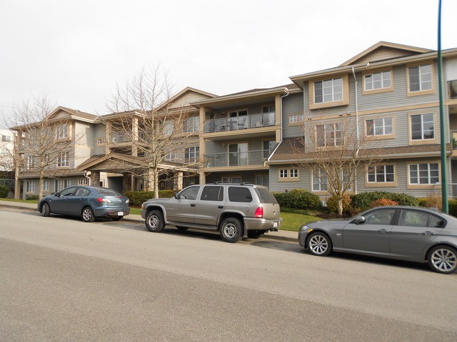 Main Photo: 105 1280 MERKLIN Street: White Rock Condo for sale (South Surrey White Rock)  : MLS(r) # F1301058