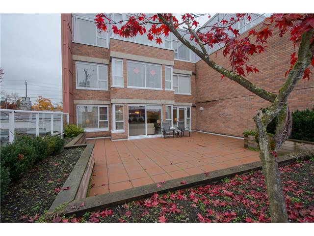 Main Photo: 206 2103 W 45th Avenue in Vancouver: Kerrisdale Condo for sale (Vancouver West)  : MLS(r) # V1035439