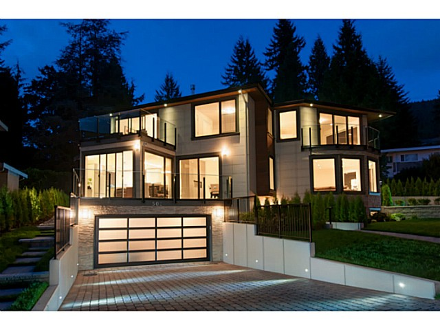 Main Photo: 502 CRESTWOOD AV in North Vancouver: Upper Delbrook House for sale : MLS® # V1089631