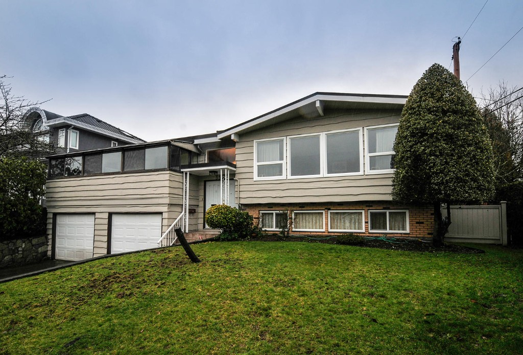 Main Photo: 5545 MORELAND DRIVE in Burnaby: Deer Lake Place House for sale (Burnaby South)  : MLS® # R2035415