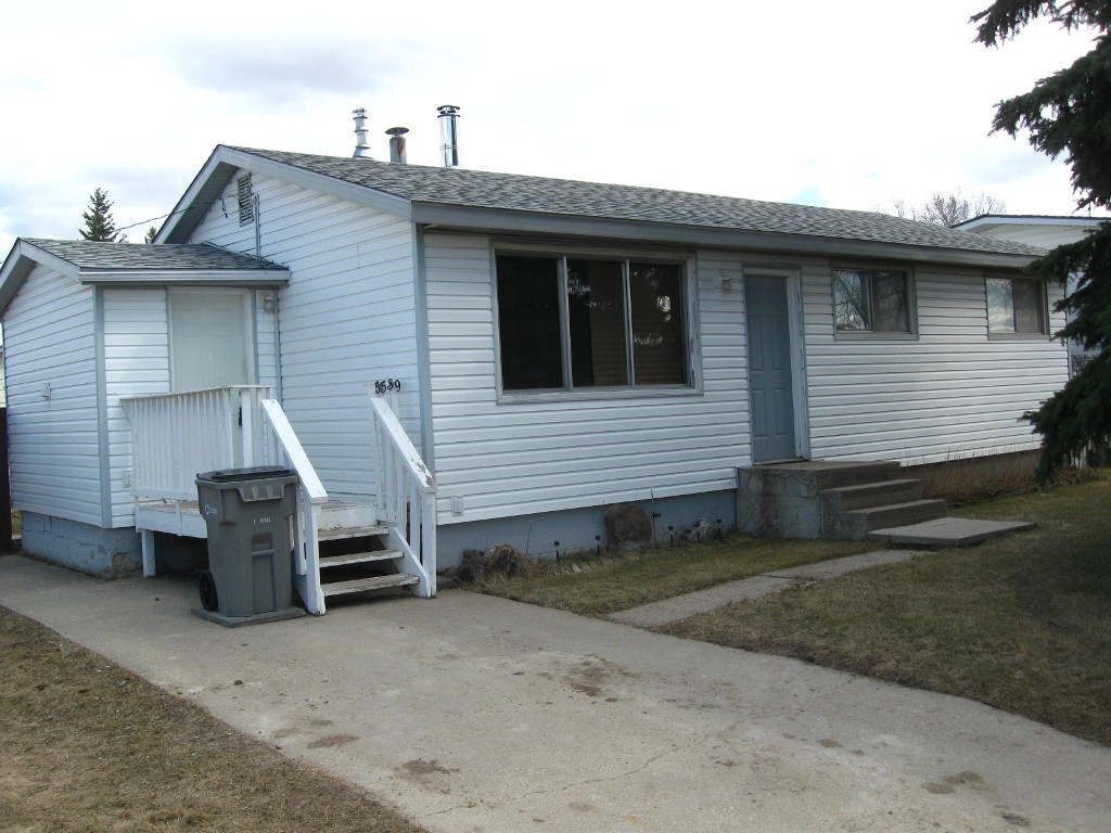 Main Photo: 5539 47 Street in Whitecourt: House for sale : MLS(r) # 43275