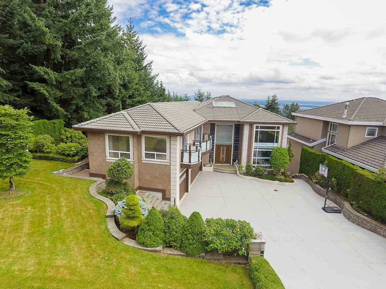 FEATURED LISTING: 1529 ROCKWOOD Court Coquitlam
