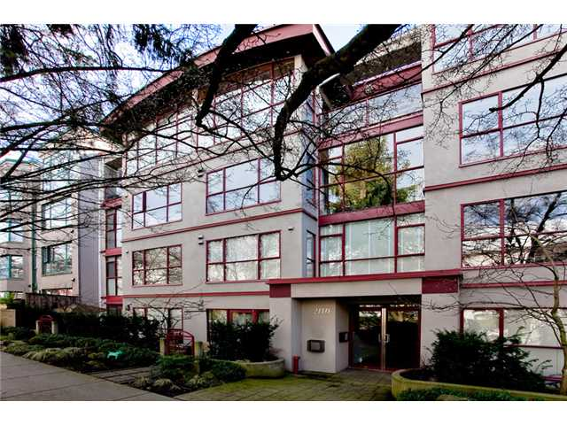 Main Photo: 102 2140 W 12TH Avenue in Vancouver: Kitsilano Condo for sale (Vancouver West)  : MLS® # V933487