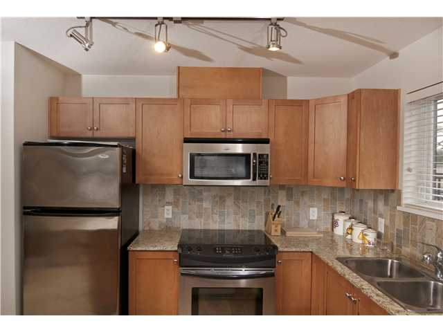 "Photo 3: 709 415 E COLUMBIA Street in New Westminster: Sapperton Condo for sale in ""SAN MARINO"" : MLS(r) # V939691"