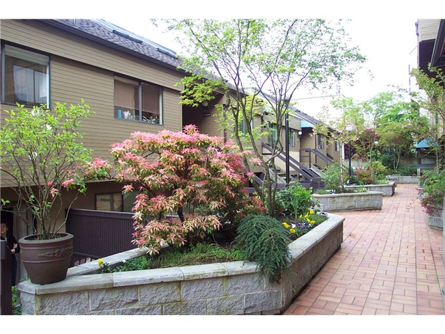 "Main Photo: 2256 ALDER Street in Vancouver: Fairview VW Townhouse for sale in ""MARINA PLACE"" (Vancouver West)  : MLS® # V946931"