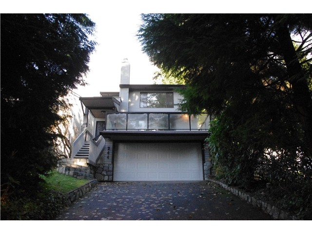 Main Photo: 244 E BRAEMAR Road in North Vancouver: Upper Lonsdale House for sale : MLS®# V981010