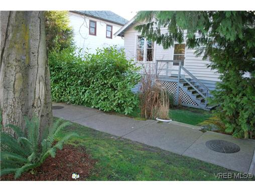 Main Photo: 2516 Fernwood Road in VICTORIA: Vi Oaklands Single Family Detached for sale (Victoria)  : MLS® # 320072