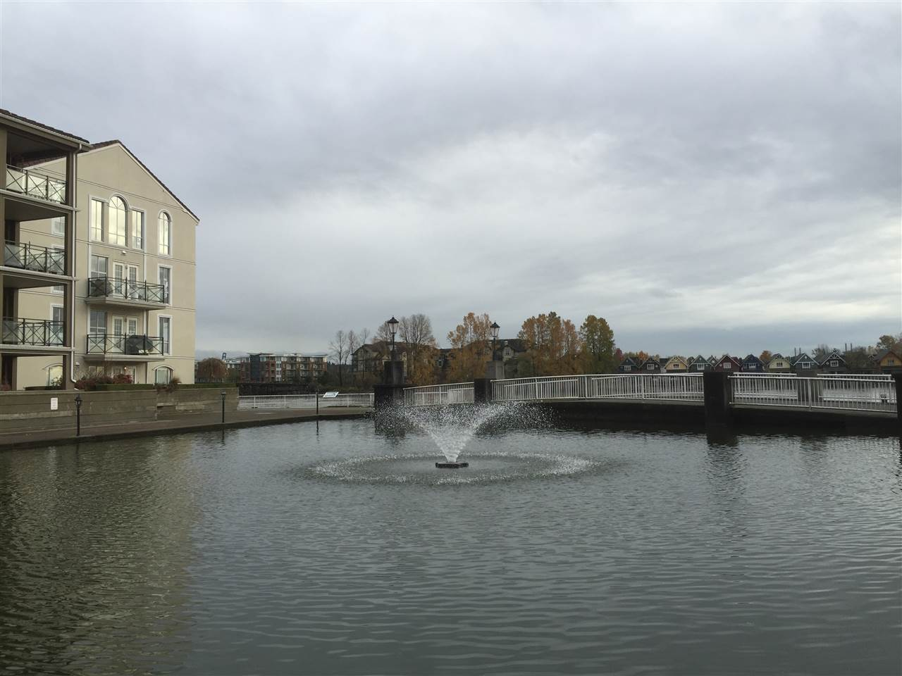 Photo 3: 1808 1 RENAISSANCE SQUARE in New Westminster: Quay Condo for sale : MLS(r) # R2014289