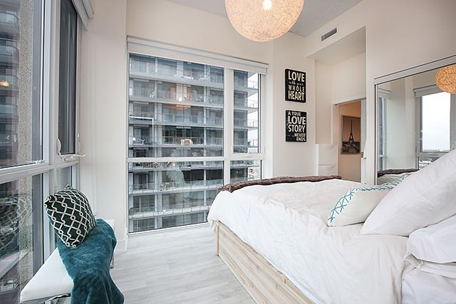 Photo 2: 75 The Donway W Unit #712 in Toronto: Banbury-Don Mills Condo for sale (Toronto C13)  : MLS® # C3483609