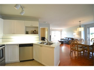 "Main Photo: 405 135 11TH Street in New Westminster: Uptown NW Condo for sale in ""QUEENS TERRACE"" : MLS®# V948842"