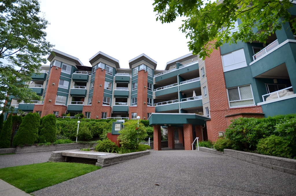 "Main Photo: 316 128 W 8TH Street in North Vancouver: Central Lonsdale Condo for sale in ""THE LIBRARY"" : MLS® # V958472"