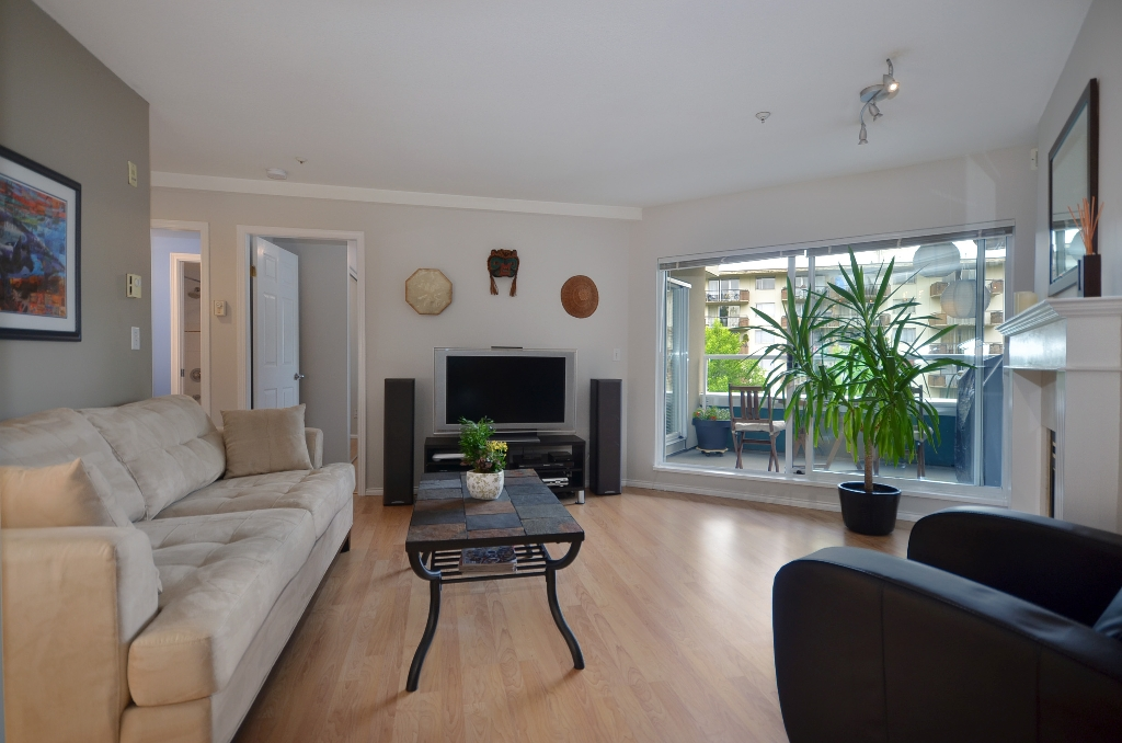 "Photo 2: 316 128 W 8TH Street in North Vancouver: Central Lonsdale Condo for sale in ""THE LIBRARY"" : MLS(r) # V958472"