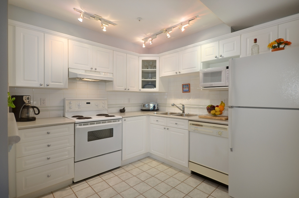 "Photo 6: 316 128 W 8TH Street in North Vancouver: Central Lonsdale Condo for sale in ""THE LIBRARY"" : MLS(r) # V958472"