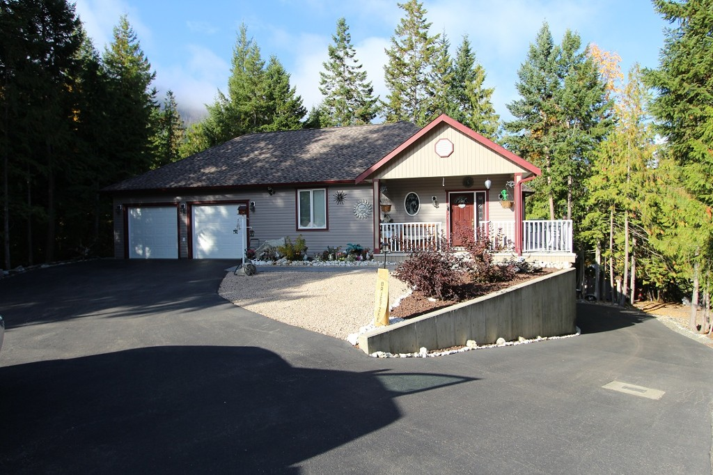 Main Photo: 2230 Wildflower Lane: Sorrento House for sale (Shuswap)  : MLS® # 10083229