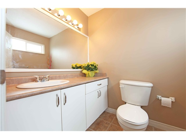 Photo 14: 5611 CLAUDE AV in Burnaby: Burnaby Lake House Duplex for sale (Burnaby South)  : MLS(r) # V1068608