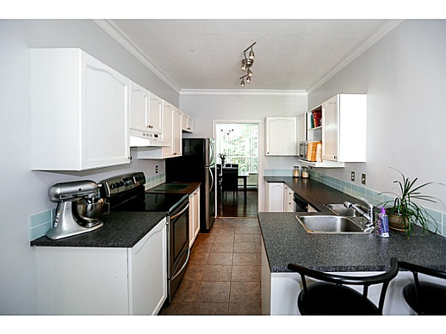 Photo 2: 38 150 10038 in Surrey: Guildford Townhouse for sale (North Surrey)  : MLS® # F1424008
