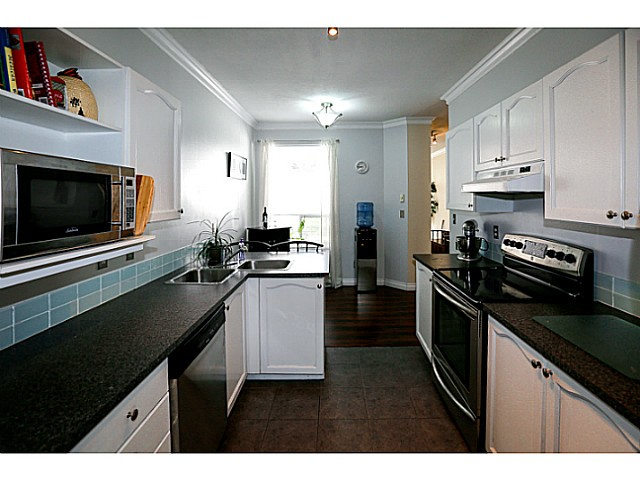 Photo 3: 38 150 10038 in Surrey: Guildford Townhouse for sale (North Surrey)  : MLS® # F1424008