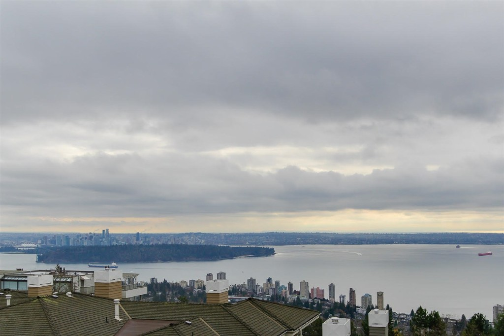 Main Photo: 2420 Carr Lane in West Vancouver: Panorama Village Townhouse for sale : MLS®# R2124012